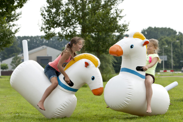 inflatable-rocking-horse-01-940x652