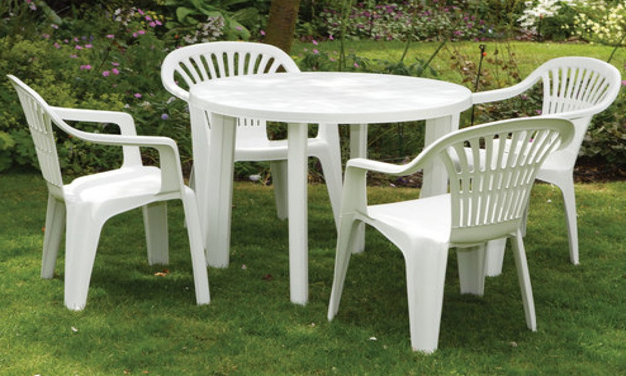 white-plastic-table-and-chairs-white-resin-table-3eed2e1183b5bd37